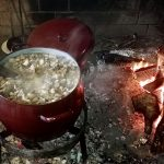 Cómo hacer los auténticos y tradicionales chicharrones gallegos de cerdo.