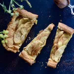 trozos de tarta de manzana